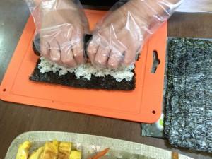 rolling kimbap
